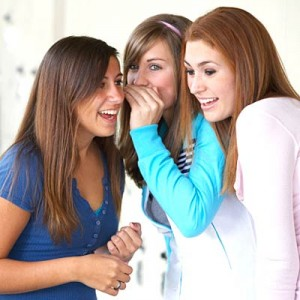 girls_gossiping
